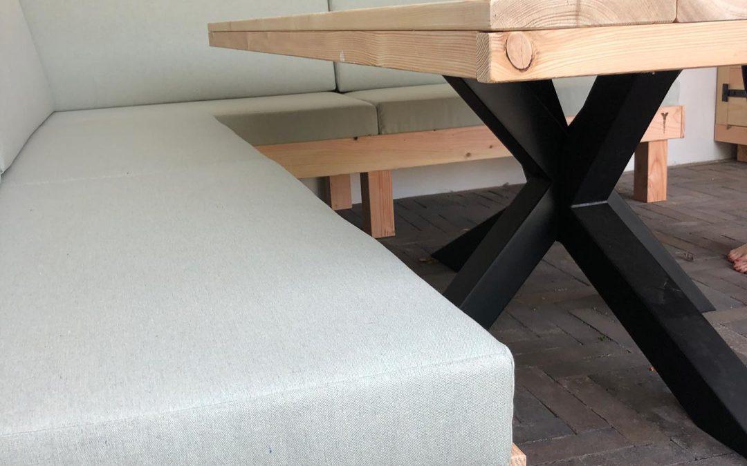 Loungebank en eettafel